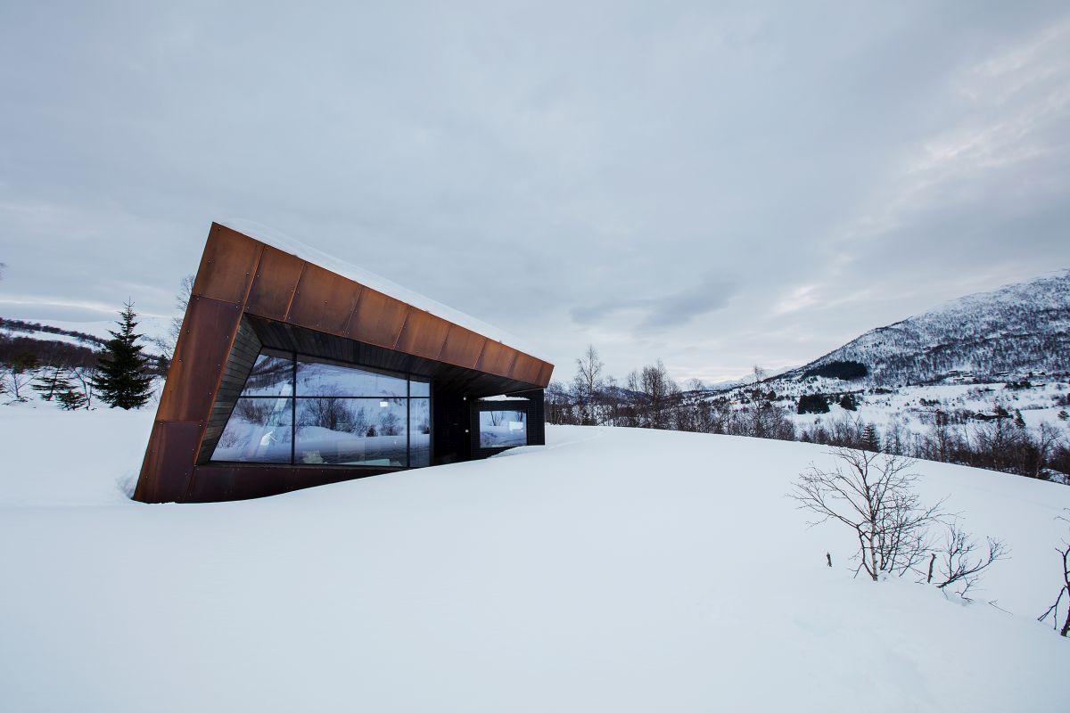 schueco_black-lodge_zdroj-foto-invit-arkitekter_alesund_johan-holmquist_11.jpg