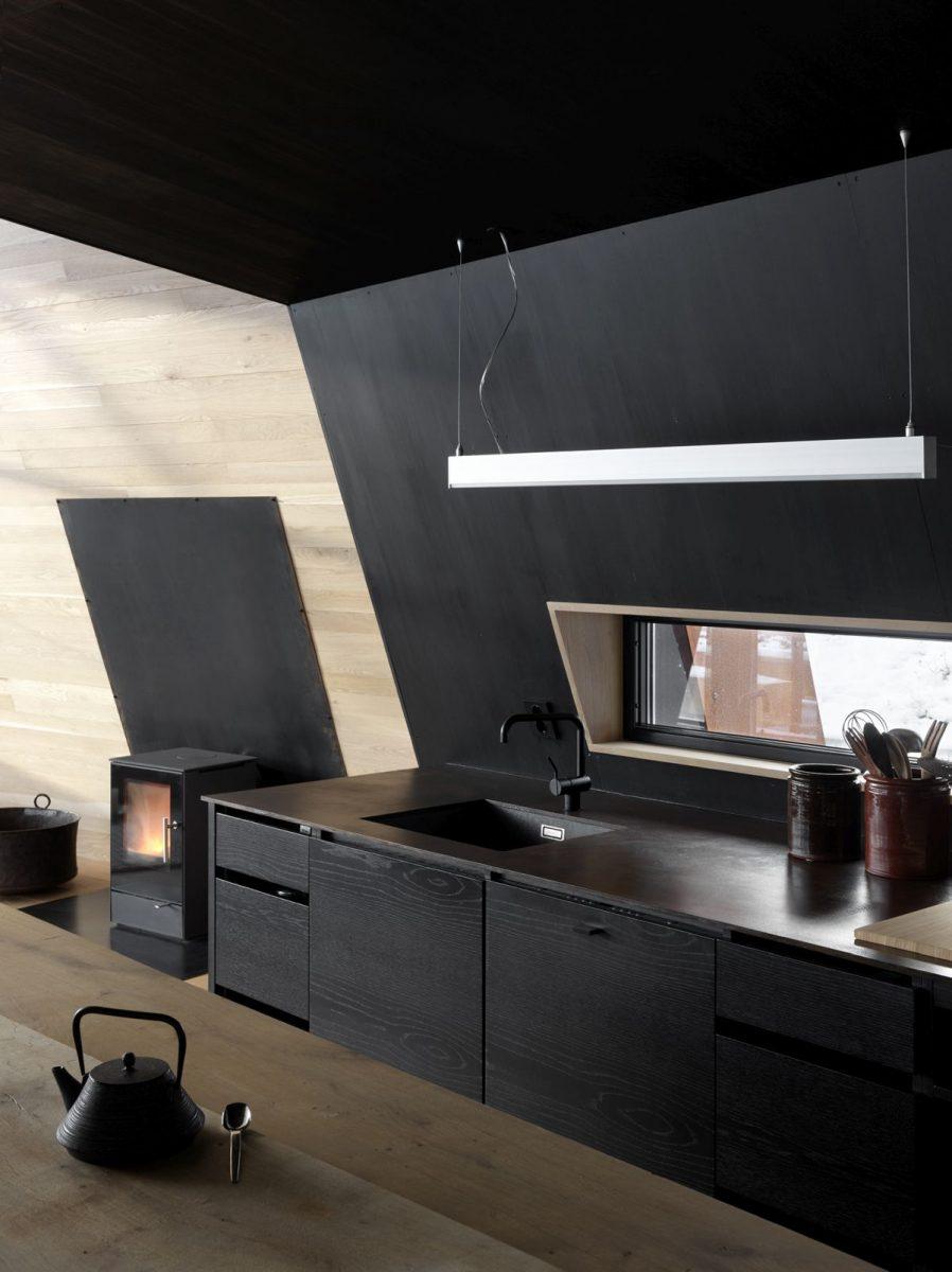 schueco_black-lodge_zdroj-foto-invit-arkitekter_alesund_johan-holmquist_6-1200x1200.jpg