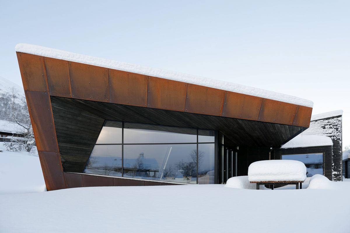 schueco_black-lodge_zdroj-foto-invit-arkitekter_alesund_johan-holmquist_8.jpg