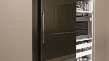 02_aran-cucine_met_cover-in-matt-wood-graphite-oak2-352x198.jpg