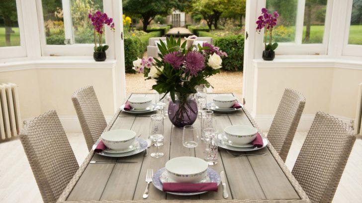 11bridgman_-conservatory-_-hampstead-rattan-table-amp-6-chairs-728x409.jpg