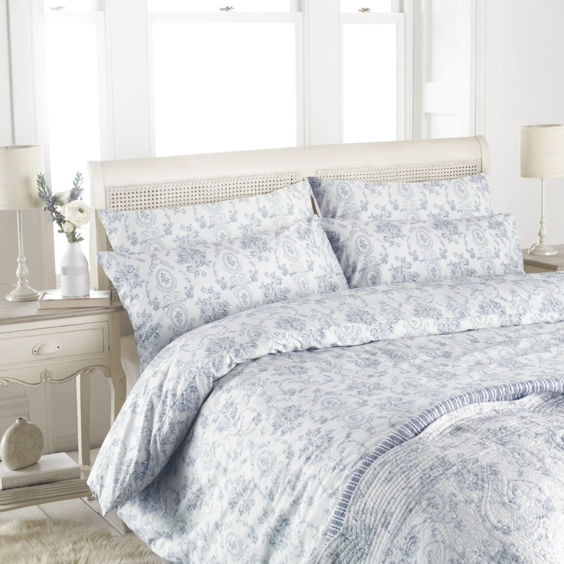 17the-french-bedrom-co_florence-blue-bed-linen-set-lifestyle.jpg