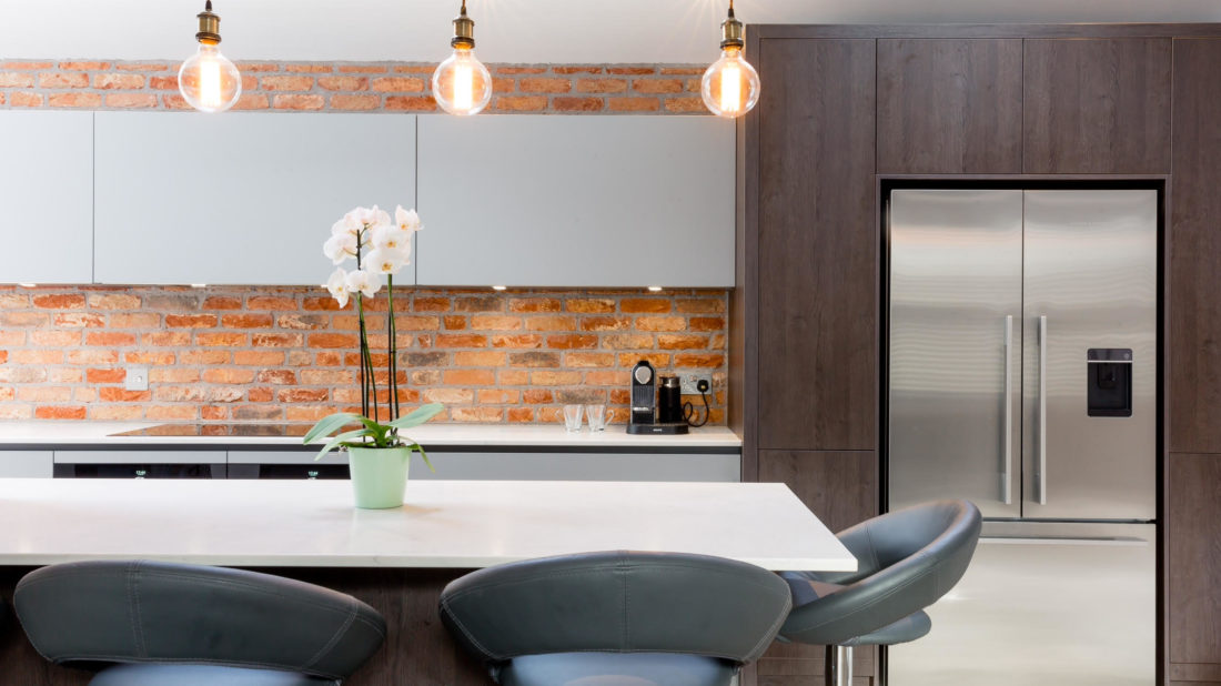 7modern-fitted-kitchen-with-exposed-brick-wall-1100x618.jpg