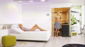 2klafs_sway_sonnenwiese_frau_entspannt_mann_an_sauna_rgb_300dpi-352x198.jpg
