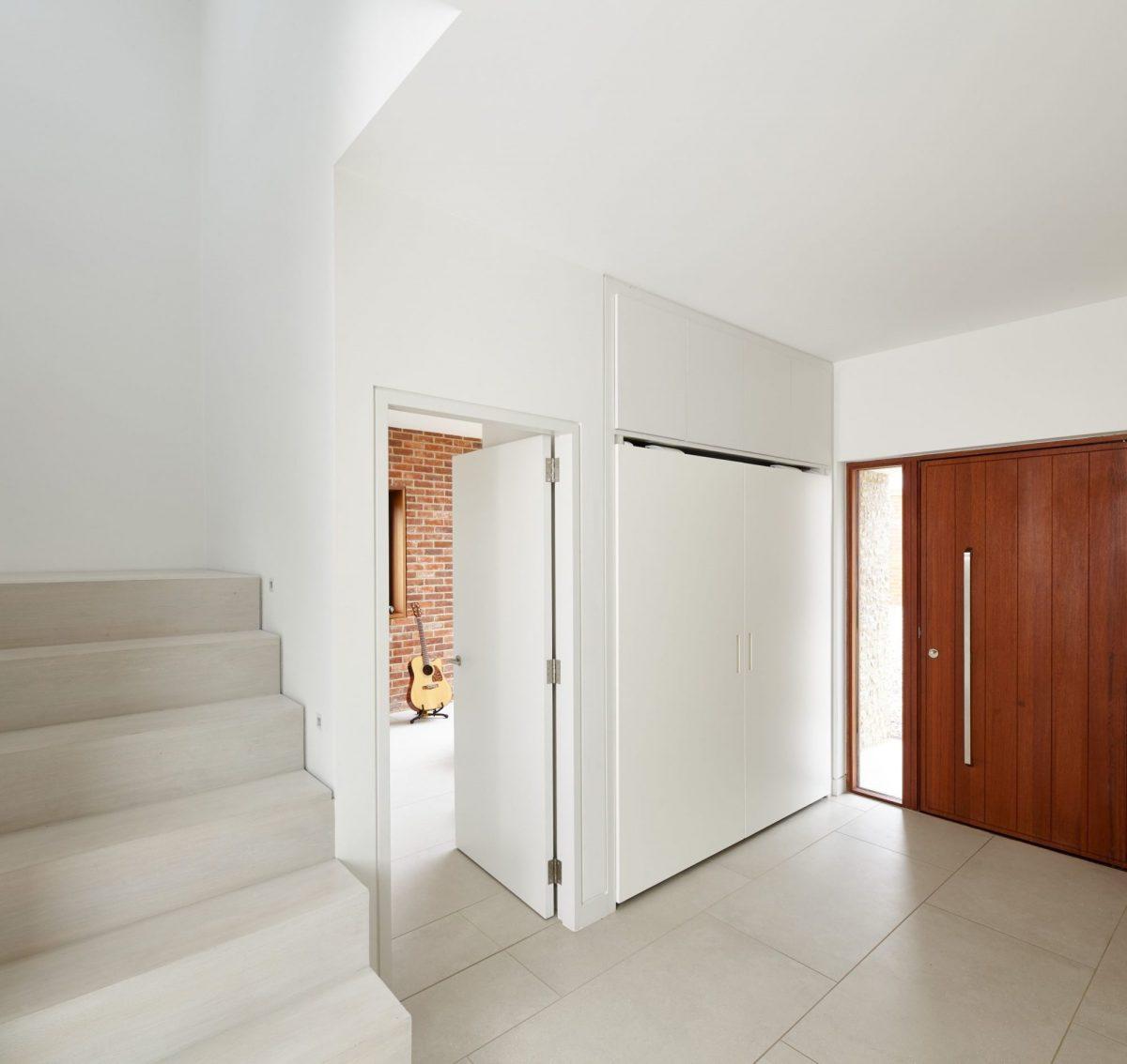 5urbanfront-door-in-hallway-1200x1200.jpg