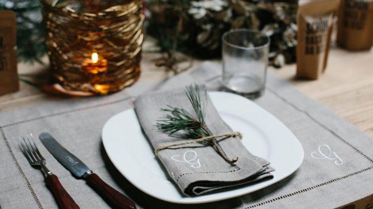 personalisierte-hohlsaum-serviette-mit-monogramm-weihnachtstafel-728x409.jpg