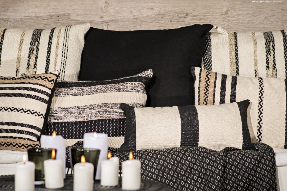 4ksl-living-coussin-decoratif-gris-beige-chimere-par-angel-des-montagnes-2.jpg