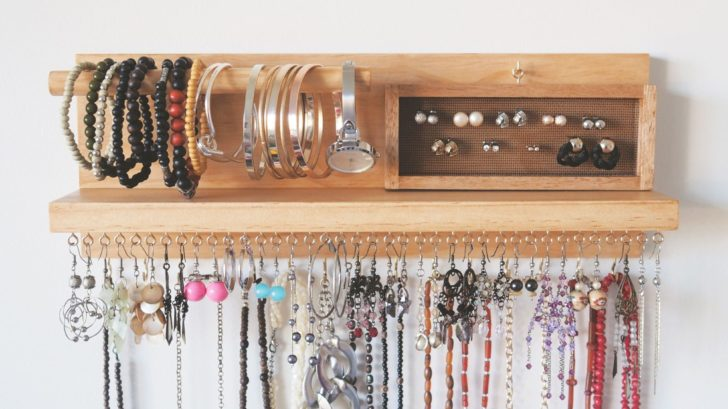 26woodyoubuy_wall-mounted-jewellery-organiser-728x409.jpg
