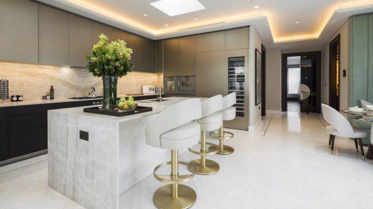 6essential-home_turn-your-bar-edgy-_-minimal-white-kitchen-728x409.jpg