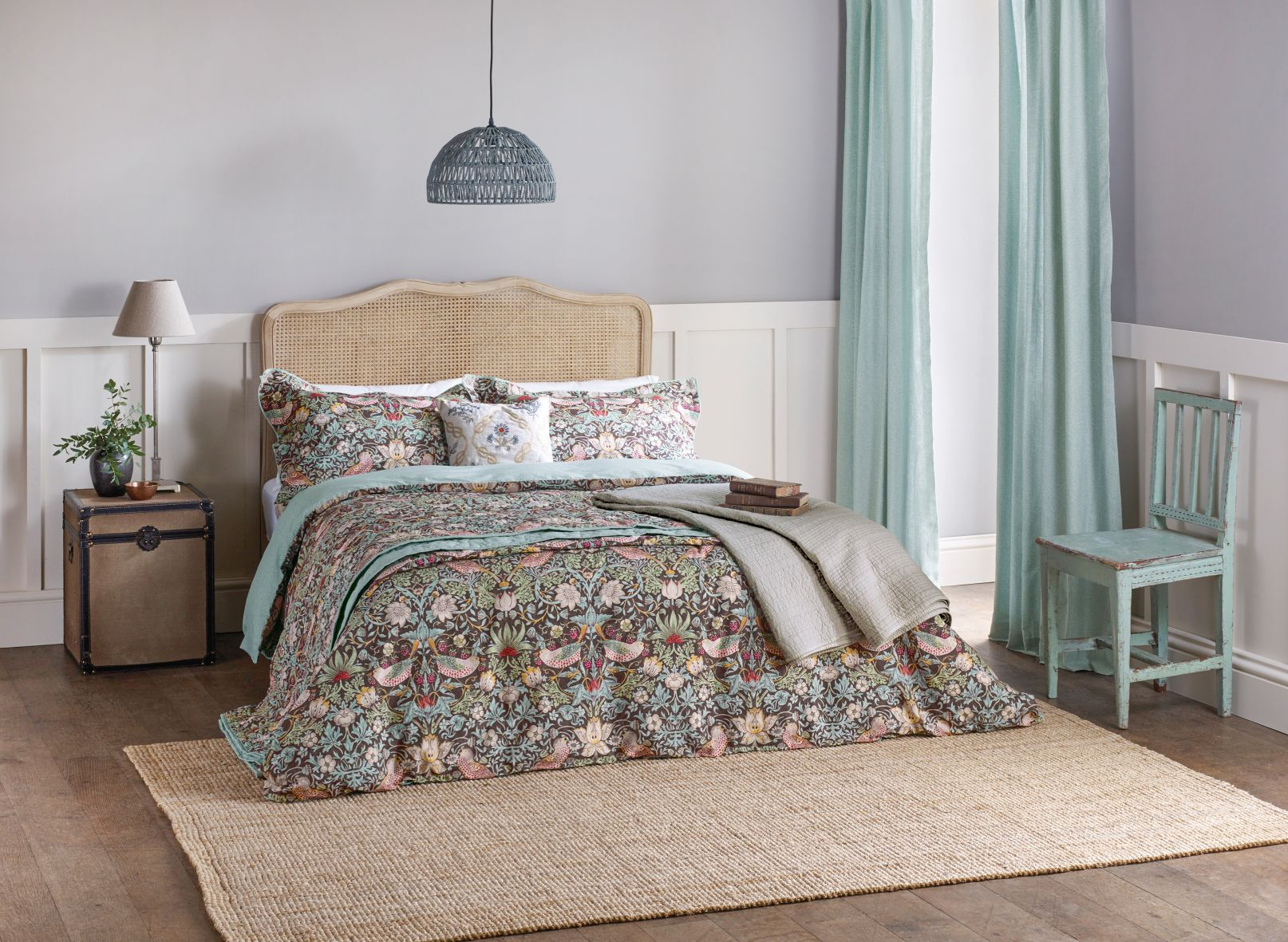 8the-french-bedroom-co_1strawberry-thief-bed-linen-by-morris-amp-co-lifestyle.jpg