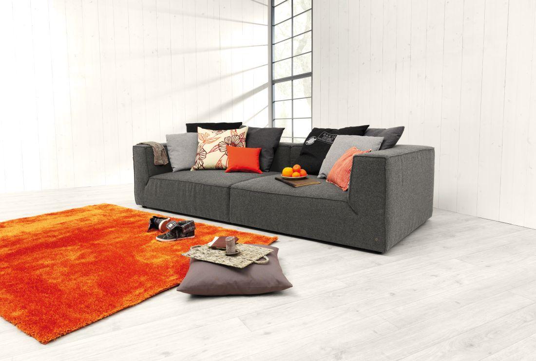 2tom-tailor_big-cube-dunkelgrau-amp-soft-teppich-in-orange.jpg
