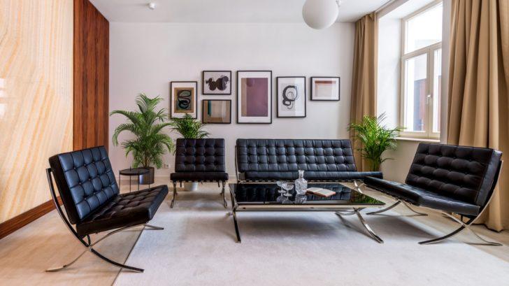 19funkcionalisticke-apartma_vinyl-wineo-400-stone_dekor-harmony-stone-sandy_zdroj-studio-identity-design_6-728x409.jpg
