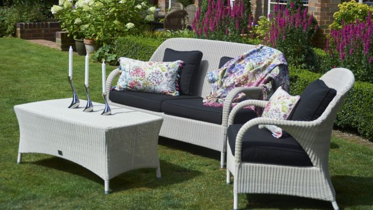 2bridgmansummer-garden-_-rattan-sussex-sofa-white-sofa-with-rectangular-coffee-table-728x409.jpg
