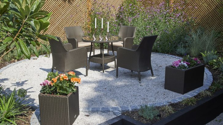 5bridgmanoutdoor-dining-_-rattan-90cm-windsor-round-dining-table-with-4-windsor-dining-armchairs-bronze-728x409.jpg