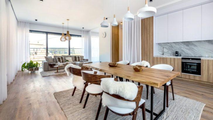 lazenske-apartma_vinyl-wineo-400-xl-wood_dekor-dub-joy-tender_zdroj-studio-identity-design_1-728x409.jpg