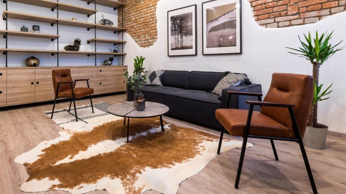 motorkarske-apartma_vinyl_wineo-wood-xl-dekor-dub-wish-smooth_zdroj-studio-identity-design_3-1100x618.jpg
