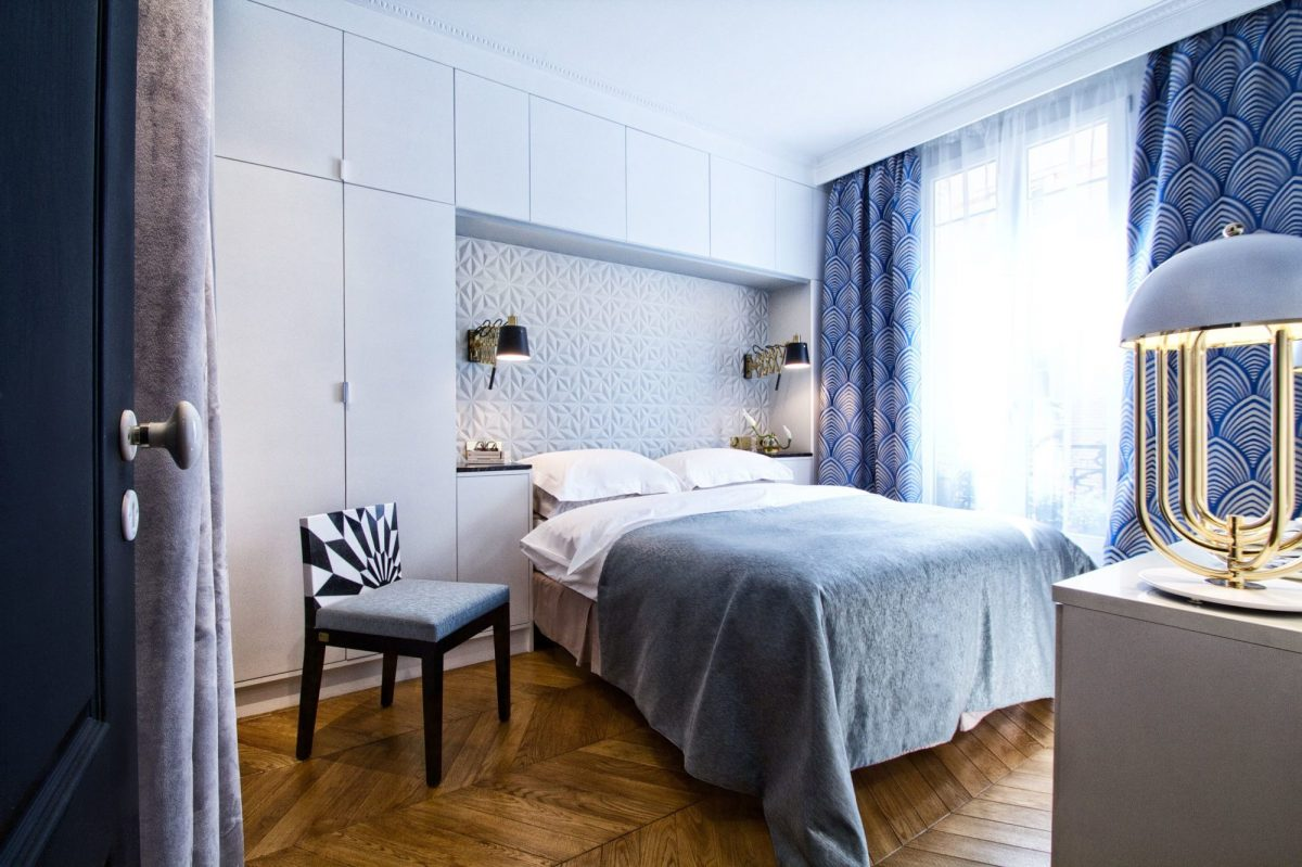 17_delightfull_bedroom-_-blue-bedroom-with-white-table-lamp-1200x1200.jpg