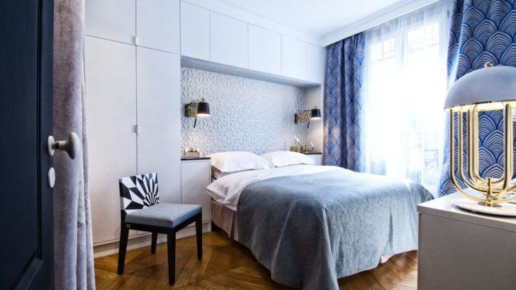 17_delightfull_bedroom-_-blue-bedroom-with-white-table-lamp-728x409.jpg