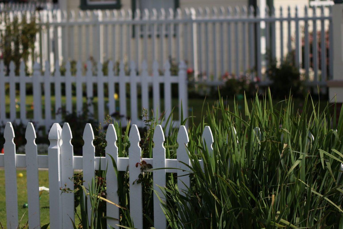 9white-picket-fence-2454649-1200x1200.jpg