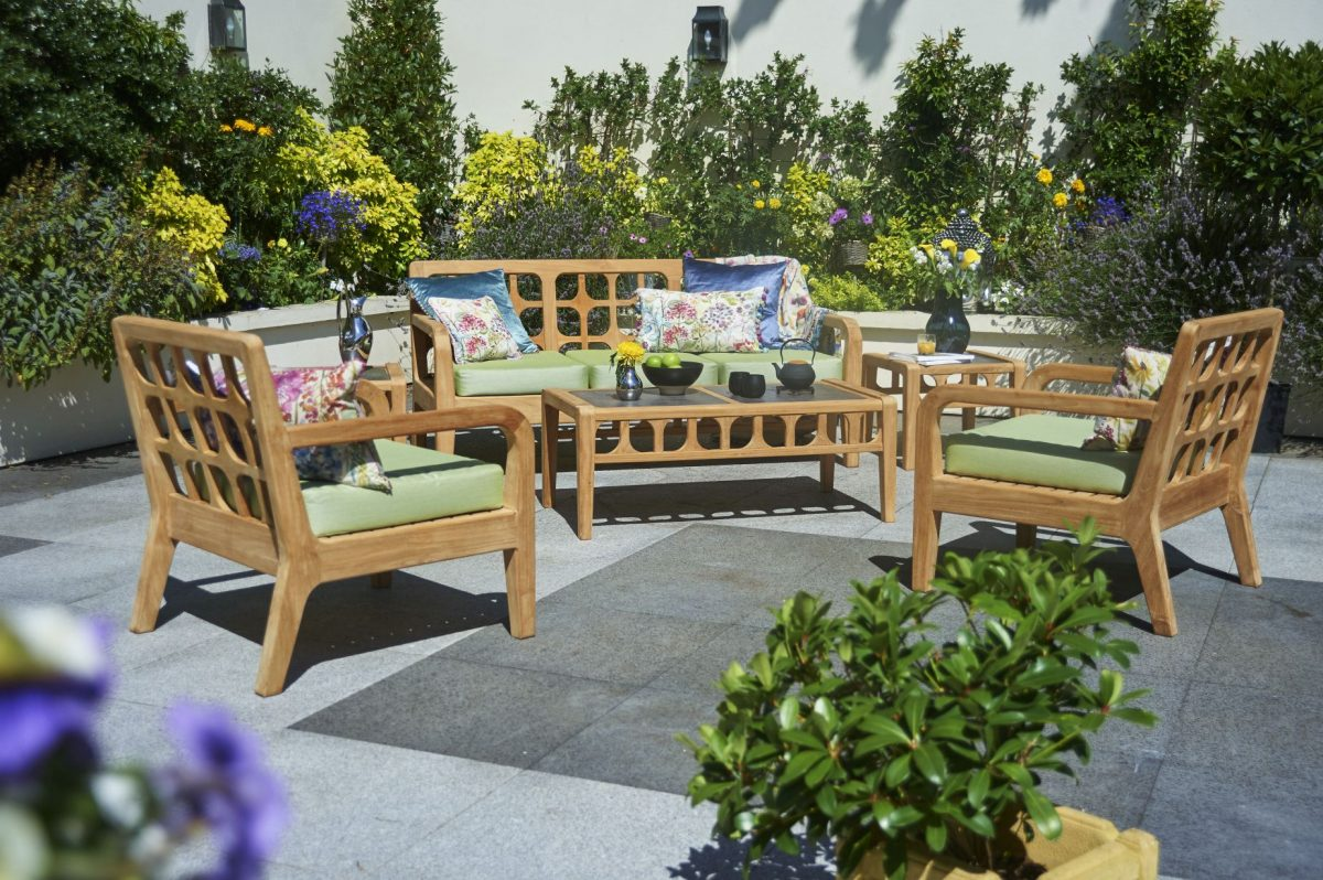 4bridgman_summer-garden-_-lodge-garden-sofa-with-2-lounge-armchairs-coffee-table-and-green-seat-cushions-1200x1200.jpg