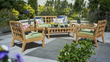 4bridgman_summer-garden-_-lodge-garden-sofa-with-2-lounge-armchairs-coffee-table-and-green-seat-cushions-352x198.jpg