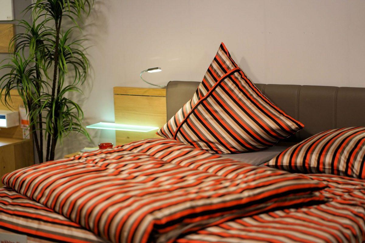 6bedroom-3102376-1200x1200.jpg