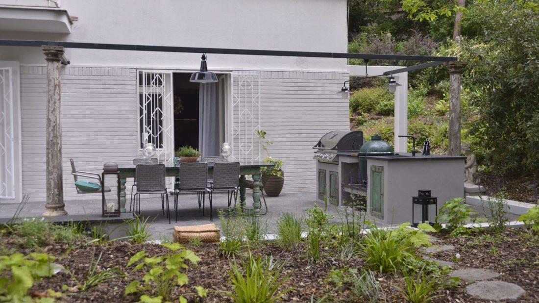 na-zahradu-se-vchazi-primo-z-bytove-kuchyne.-1100x618.jpg