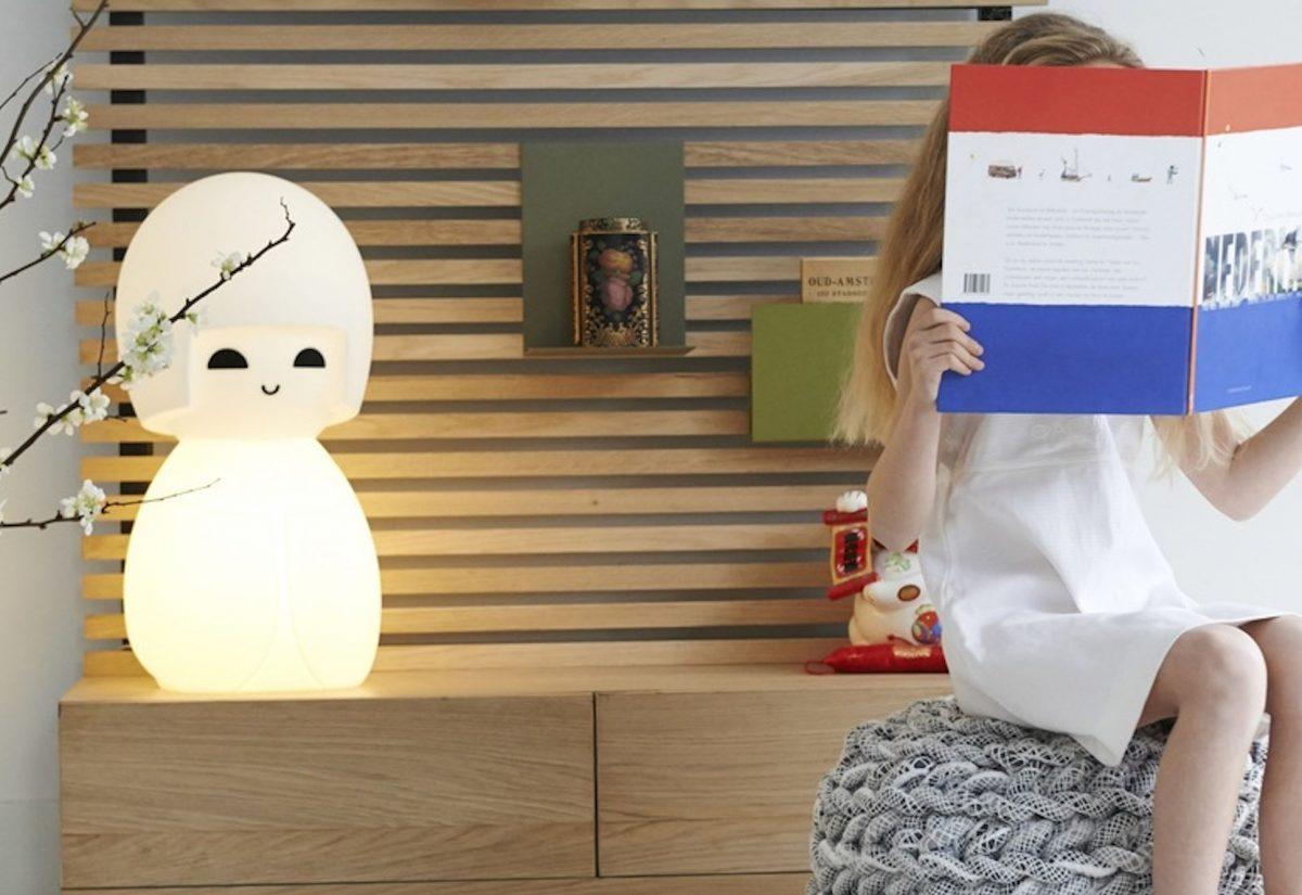 lampe-japonaise-kokeshi-de-jannes-hak-et-lennart-bosker-mr-maria-nedgis-1200x1200.jpg