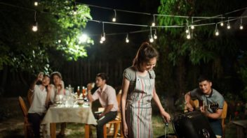zahradni-party-se-bez-osvetleni-neobejde-352x198.jpg