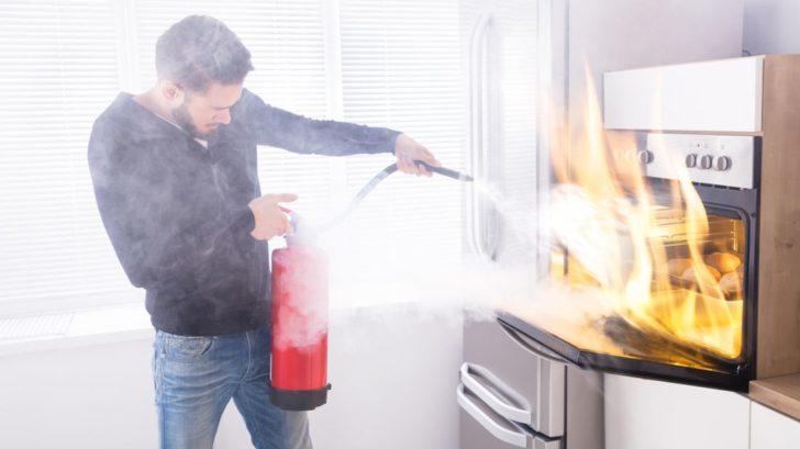 hasici-pristroje-jsou-tak-velke-jak-je-bezpecne-v-blizkosti-ohne-setrvat-728x409.jpg