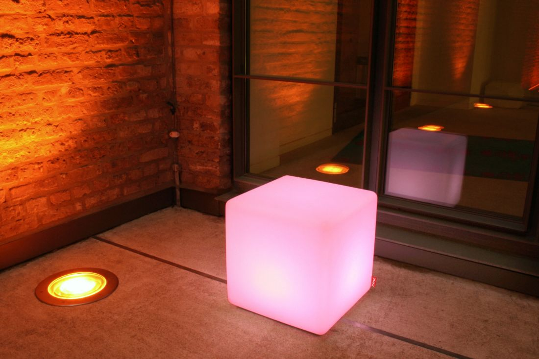19lime-lace_multicoloured-outdoor-led-cube-table-moree.jpg