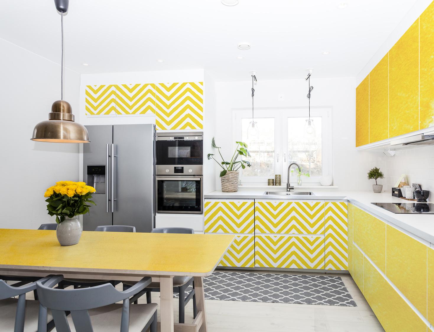 1pixers_lemon-kitchen-_-colorful-kitchen.jpg