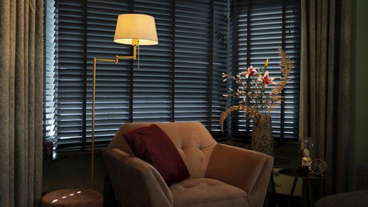20qazqa_floor-lamp-ladas-bronze-with-white-shade-728x409.jpg