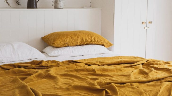 26i-love-linen_100-pure-linen-mustard-flat-sheet-wpillowcases-amp-white-fitted-sheet-wpillowcases-728x409.jpg