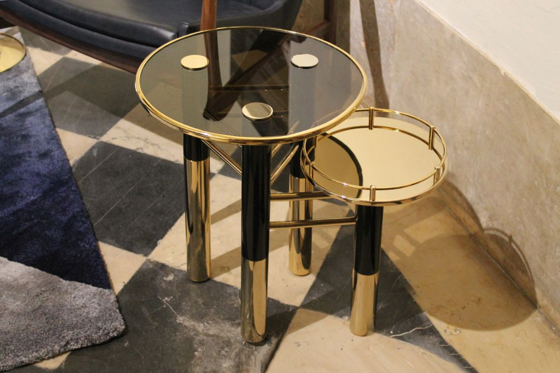 16essential-home_a-glassy-side-table-for-spring-summer-living-room-deco.jpg
