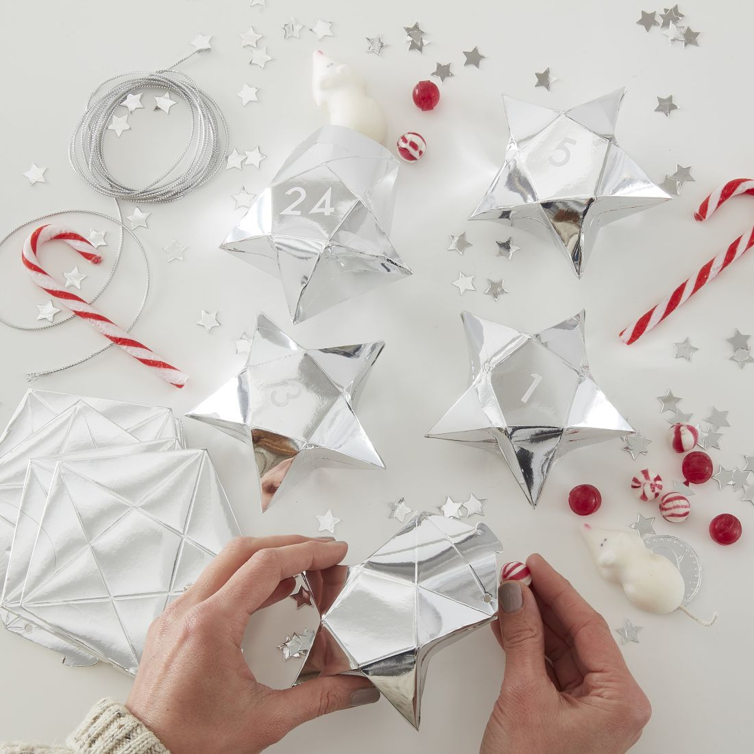 17ginger-ray_silver-star-shaped-advent-boxes-silver-glitter.jpg