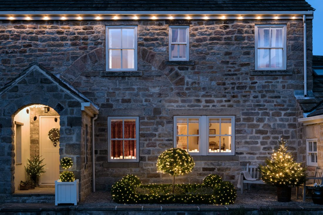 1lights4fun_country-house-at-christmas.jpg