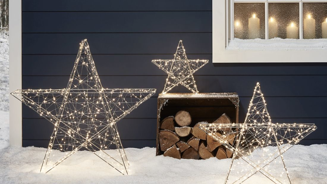 21lights4fun_christmas-cabin-micro-light-outdoor-star-trio-lifestyle-1100x618.jpg