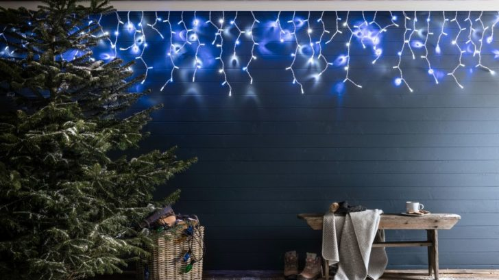 27lights4fun_pro-series-blue-amp-white-icicle-lights-728x409.jpg