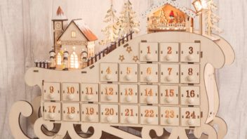 5post-bananas-gifts_natural-wood-christmas-advent-calendar-light-up-village-scene-decorationornament-352x198.jpg