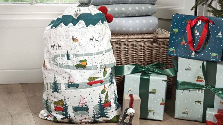 17sophie-allport-home-for-christmas-christmas-sack-lifestyle-728x409.jpg