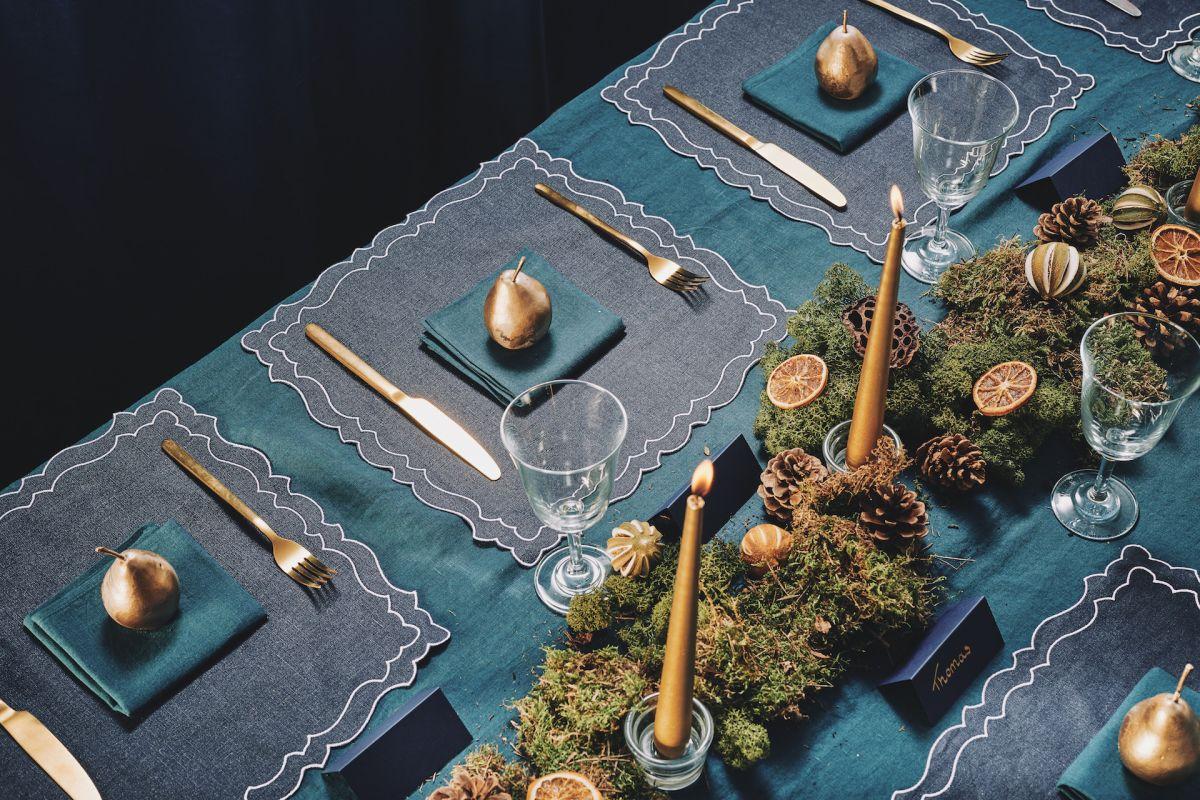 23rebecca-udall_festive-glamour-christmas-tablescape.jpg