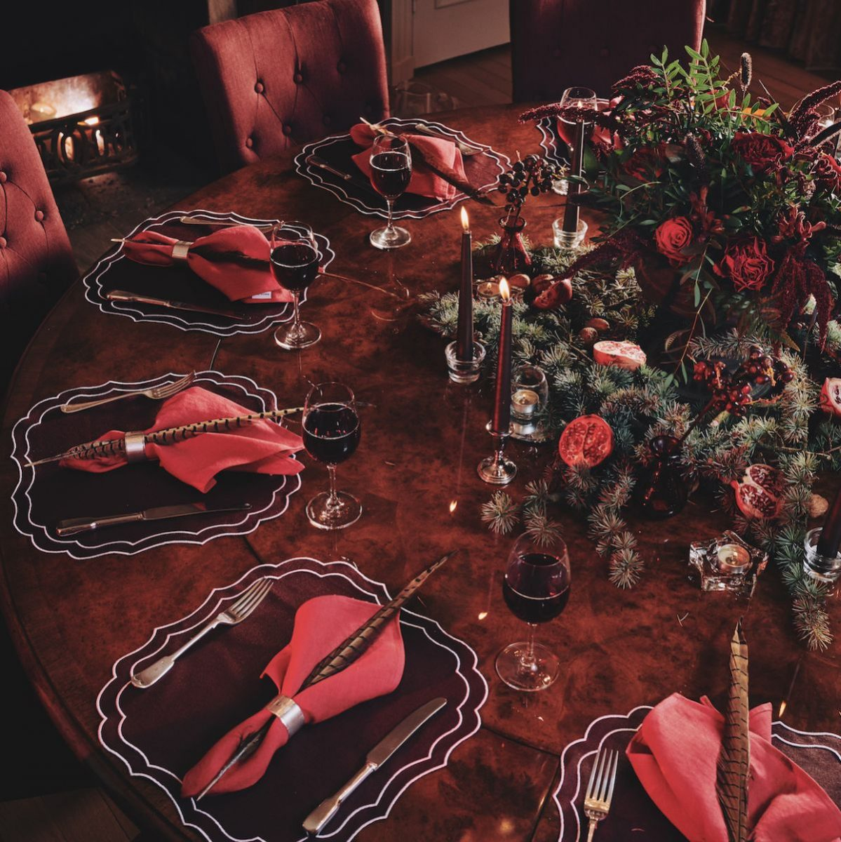 24rebecca-udall_christmas-tablescape-traditional-twist-1200x1200.jpg