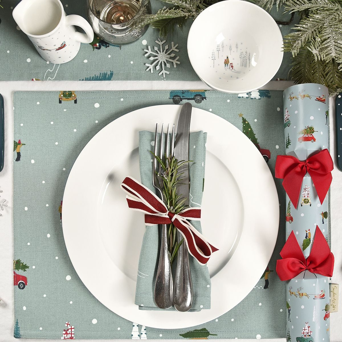 28sophie-allport-home-for-christmas-fabric-placemat-lifestyle-1200x1200.jpg