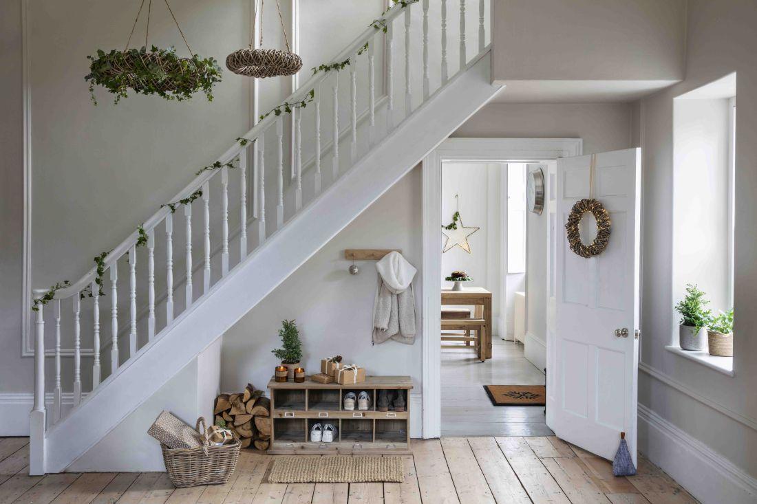 2garden-trading-aw19-christmas-hallway.jpg