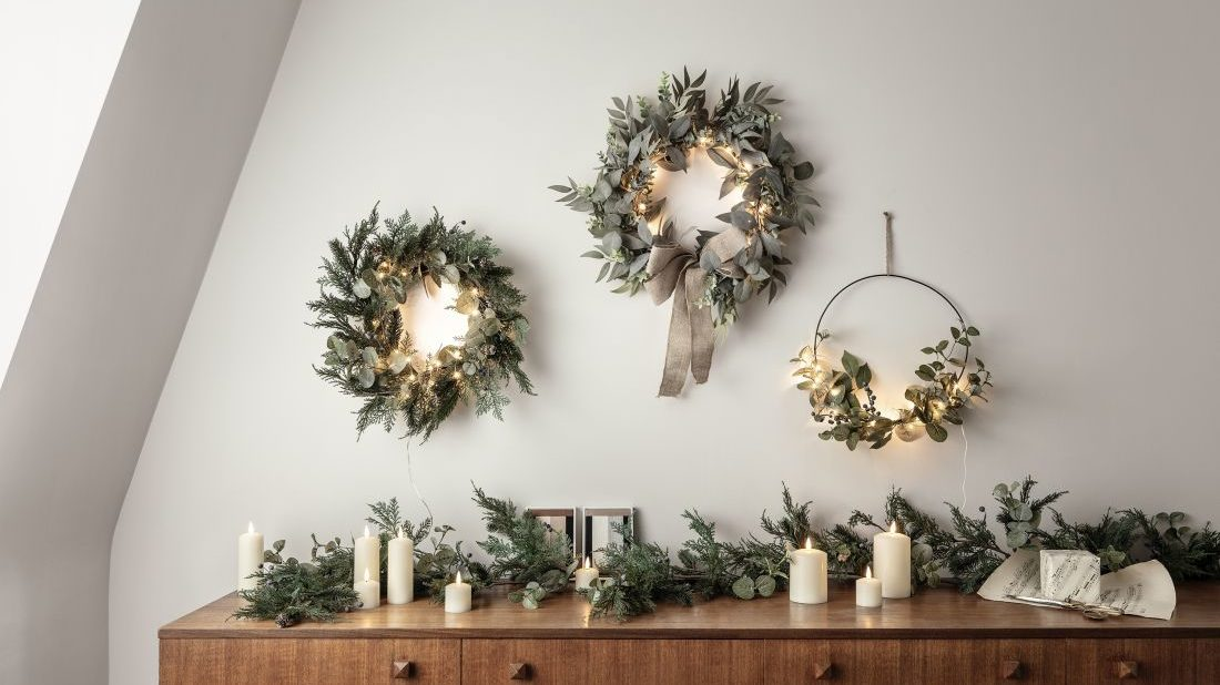 6lights4fun_christmas-wreath-sideboard-lifestyle-1100x618.jpg