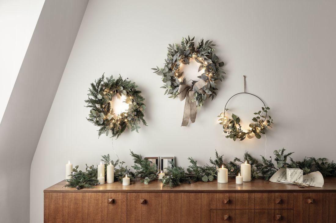 6lights4fun_christmas-wreath-sideboard-lifestyle.jpg
