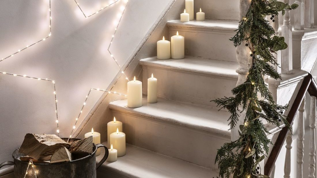 8lights4fun_christmas-interior-candles-amp-stars-white-staircase-lifestyle-1100x618.jpg