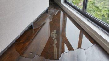 voda-vam-muze-znicit-nejen-podlahu-ale-take-steny-nebo-nabytek-352x198.jpg
