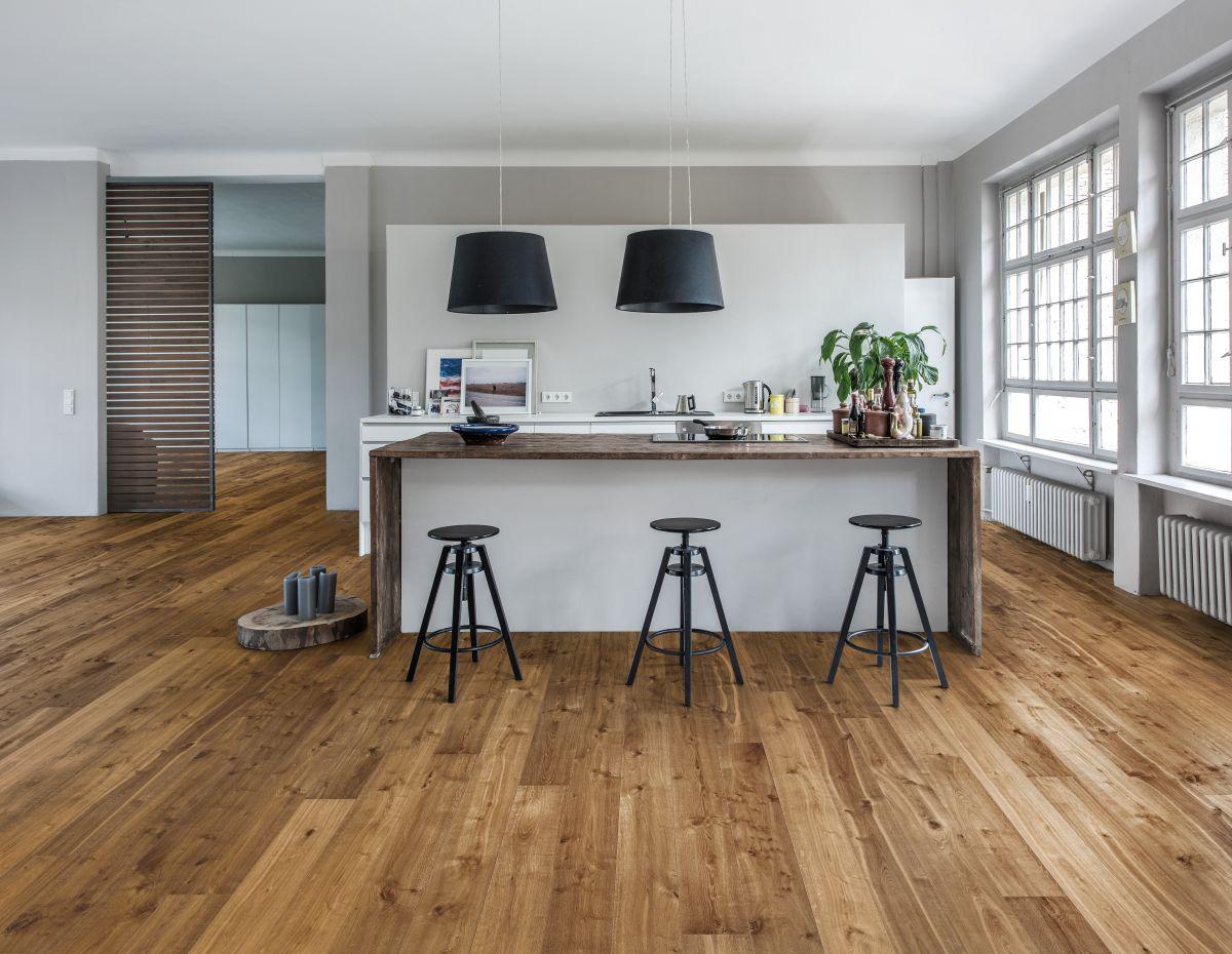 vicevrstva-drevena-podlaha-kahrs_kolekce-smaland_dekor-dub-sevede_zdroj-kpp.jpg